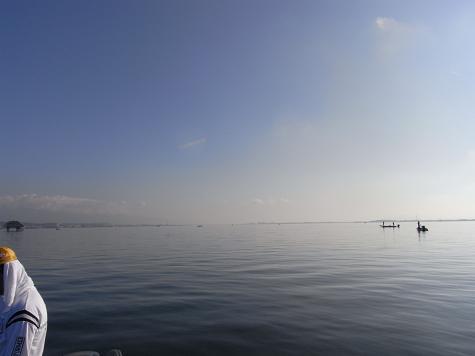 鏡のような湖面-1.JPG